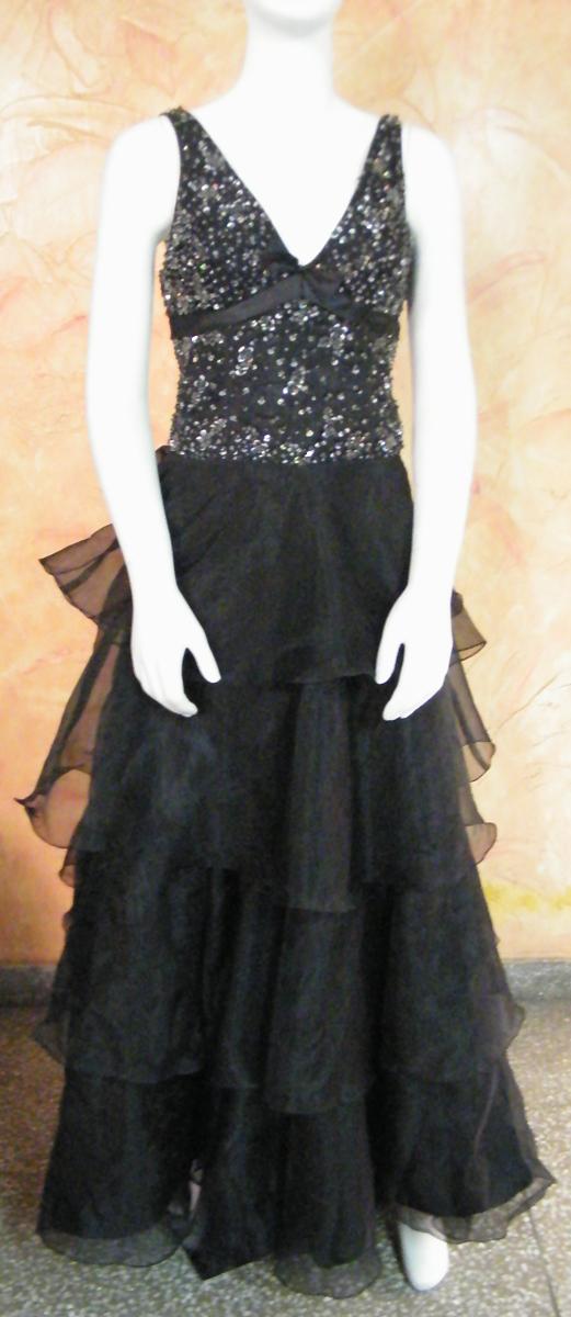418fc213ac9 Renting a party dress in Delhi