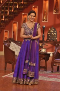 Madhuri Dixit dress in comedy nights with kapil